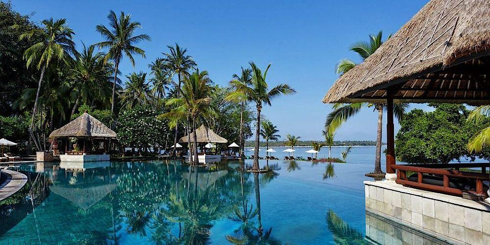 Poolbereich des The Oberoi Beach Resort Lombok, Indonesien Rundreise