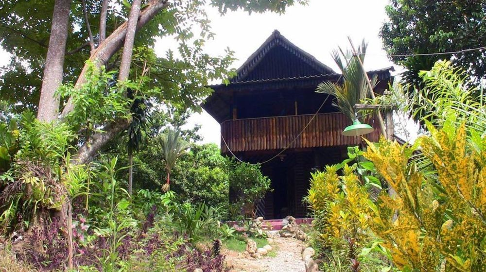 Außenansicht der Tangkahan Beach Jungle Lodge, Indonesien Reise