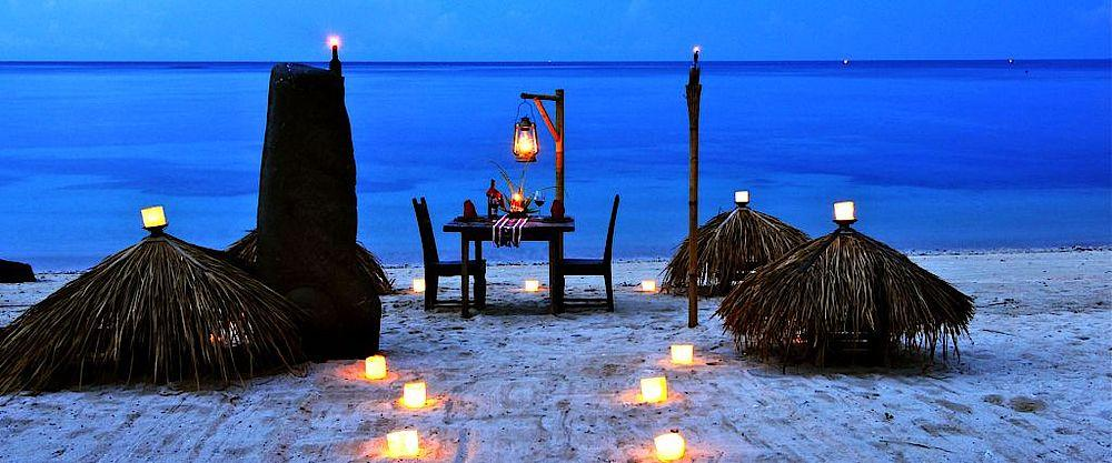 Candle-Light-Dinner am Strand, Tugu Lombok, Indonesien Privatreise