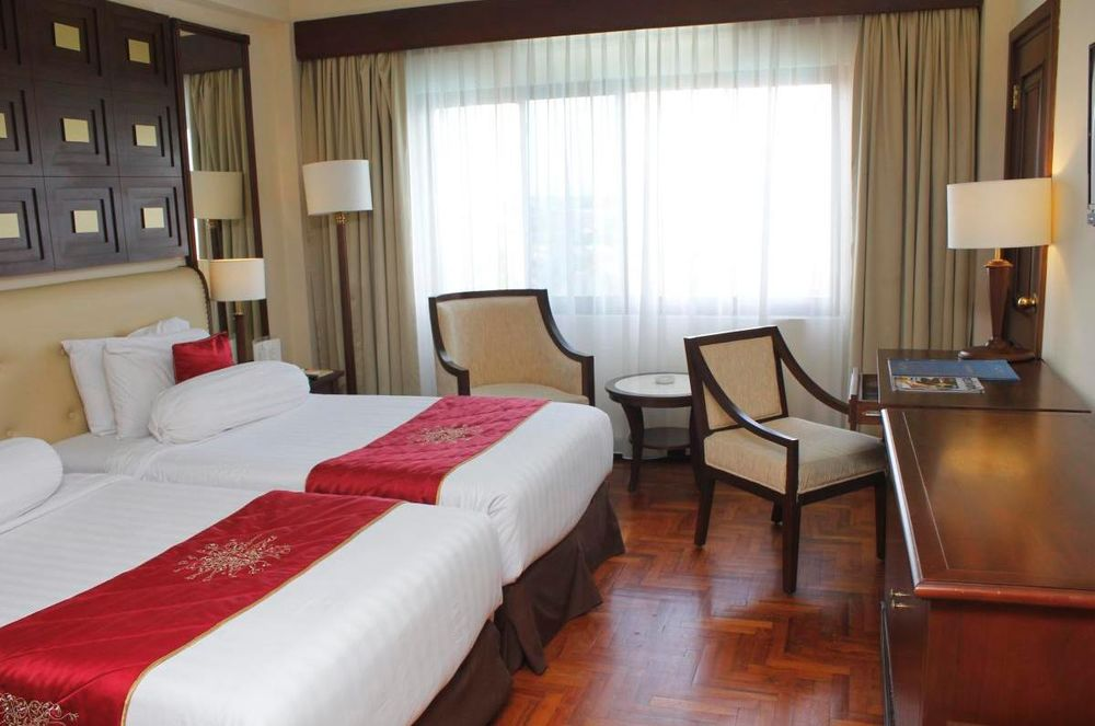 Deluxe King Schlafzimmer, The Sunan Hotel, Solo, Indonesien Rundreise